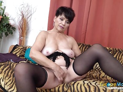Saggy tits granny plays with their way luscious pussy