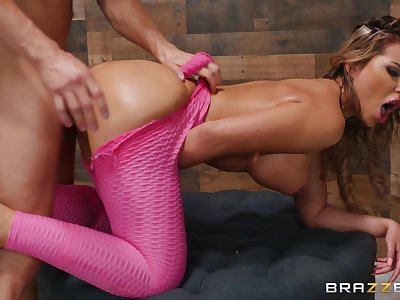Seductive wife screams with caboodle dick inside her