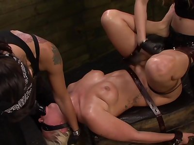 Rough pussy inculcation with a be crazy machine for brunette Isa Mendez