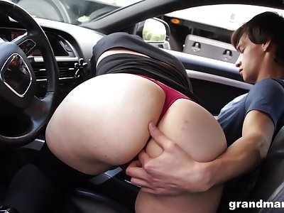 Materfamilias sucks young cock in the car and gets her pussy licked in public